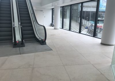 Schadeherstel Portugees kalksteen vloer WTC Utrecht