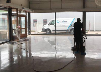 Betonvloer bestaande coating verwijderd en opnieuw gepolijst