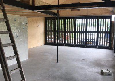Twee betonvloeren afgewerkt met stofbinder en impregneer