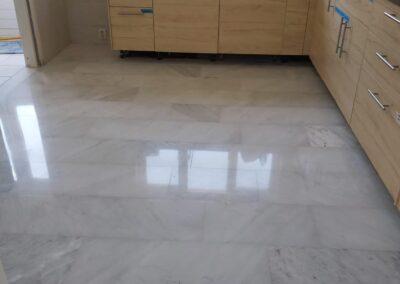 Carrara vloer in oude glorie herstellen in Zoutelande